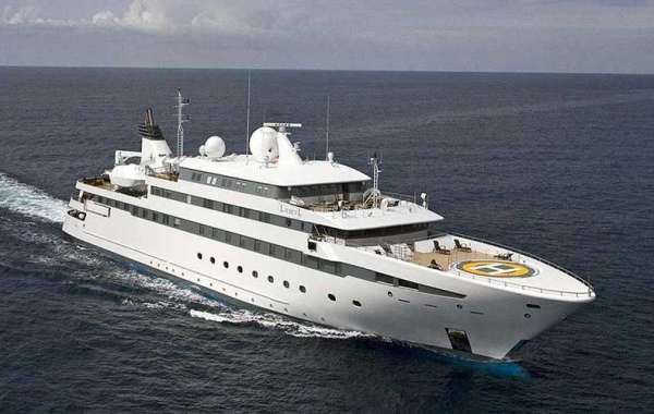 Experience the Best Yacht Charter in Dubai