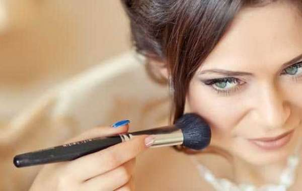 How to Become a Professional Makeup Artist?