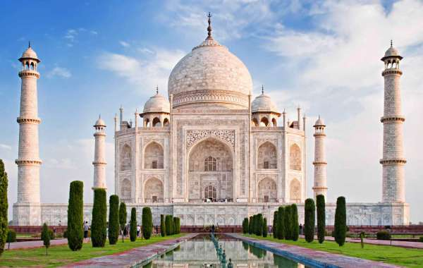 Visit Agra: The City of Shrines and Culture