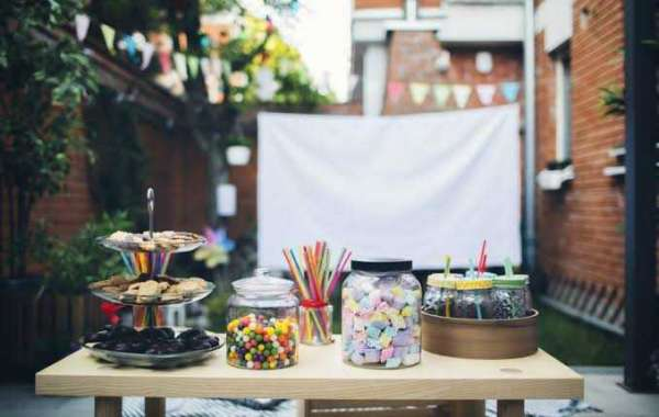 Having a birthday party this weekend? Don't forget to use these tips to decorate the coffee table