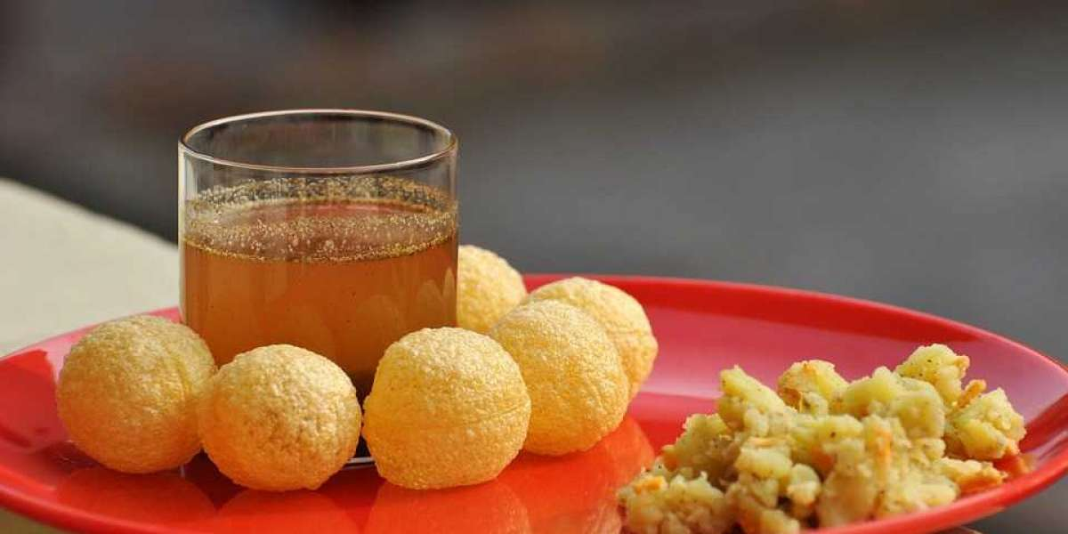 Learn more about the most popular Indian street food-Pani Puri