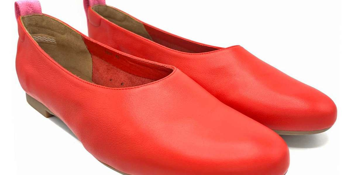 Introducing the Hightail - A ballet flat designed for Tall Chicas!
