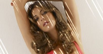 Elizabeth Hurley, 54, Is Hypnotizing In Latest Picture