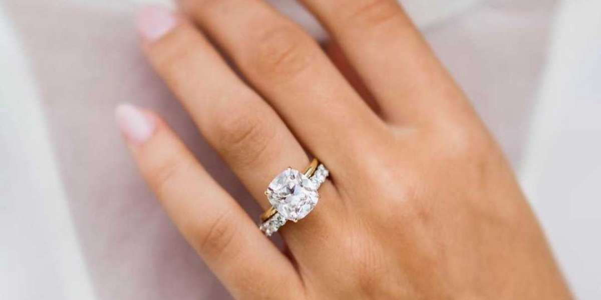 Which Kind Of Diamond Engagement Ring Must I Buy?