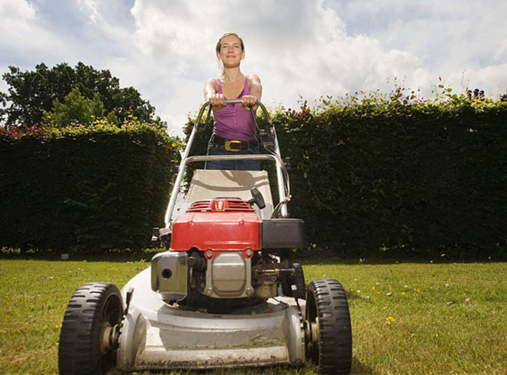 The 8 Best Push Mower For Thick Grass -2020 [Expert Reviews]