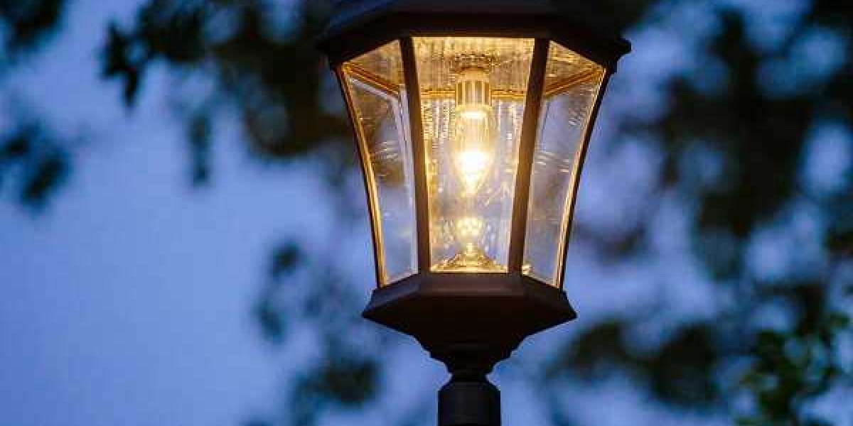 How to Select the Best Solar Lamp Post for your Landscape?