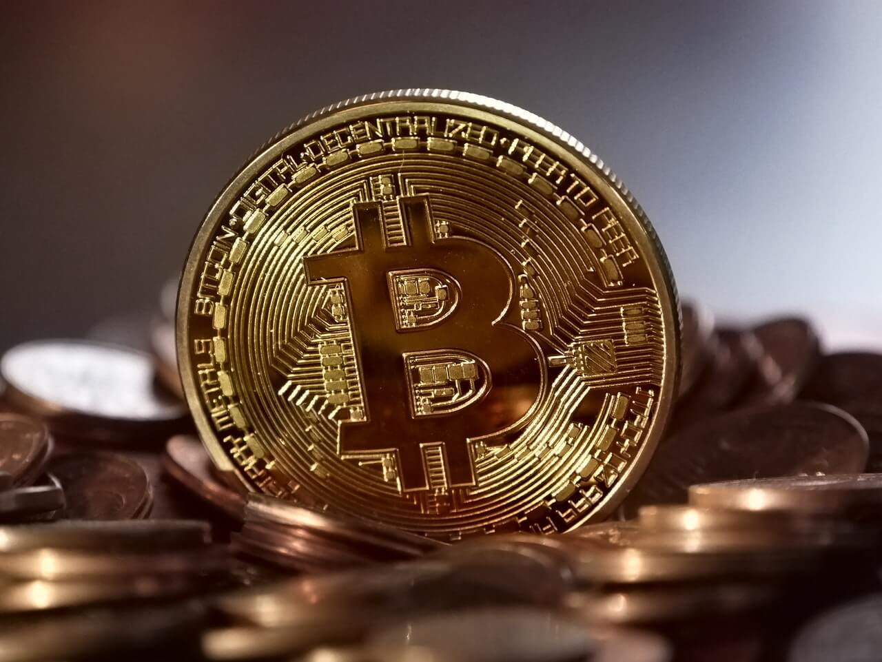 What is Bitcoin? Should you invest in bitcoin? - Techules