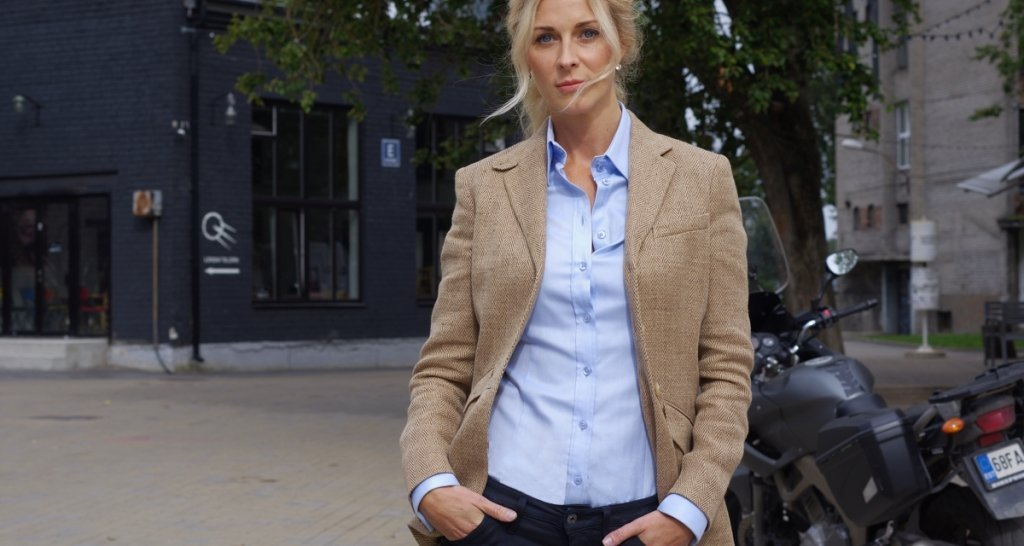 5 Stunning Women's Business Shirts for Each Day Of The Week