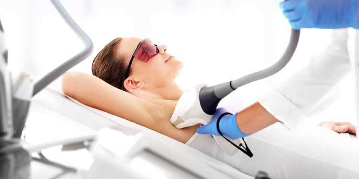 WHAT IS THE DIFFERENCE BETWEEN A LASER HAIR REMOVAL YOU CAN USE AT HOME VS A VISIT TO THE LASER HAIR REMOVAL CLINIC?