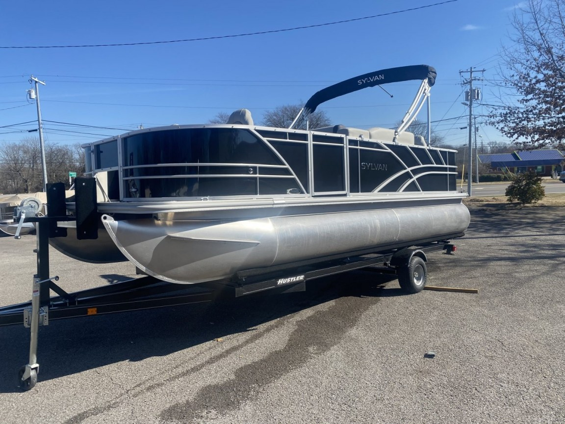 Pontoon vs Fishing boat: What's the Better Option?