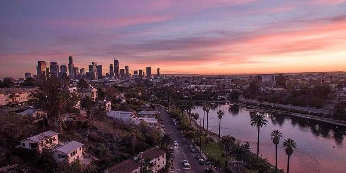 Los Angeles' Neighborhoods: 6 Areas You Can Explore by Car