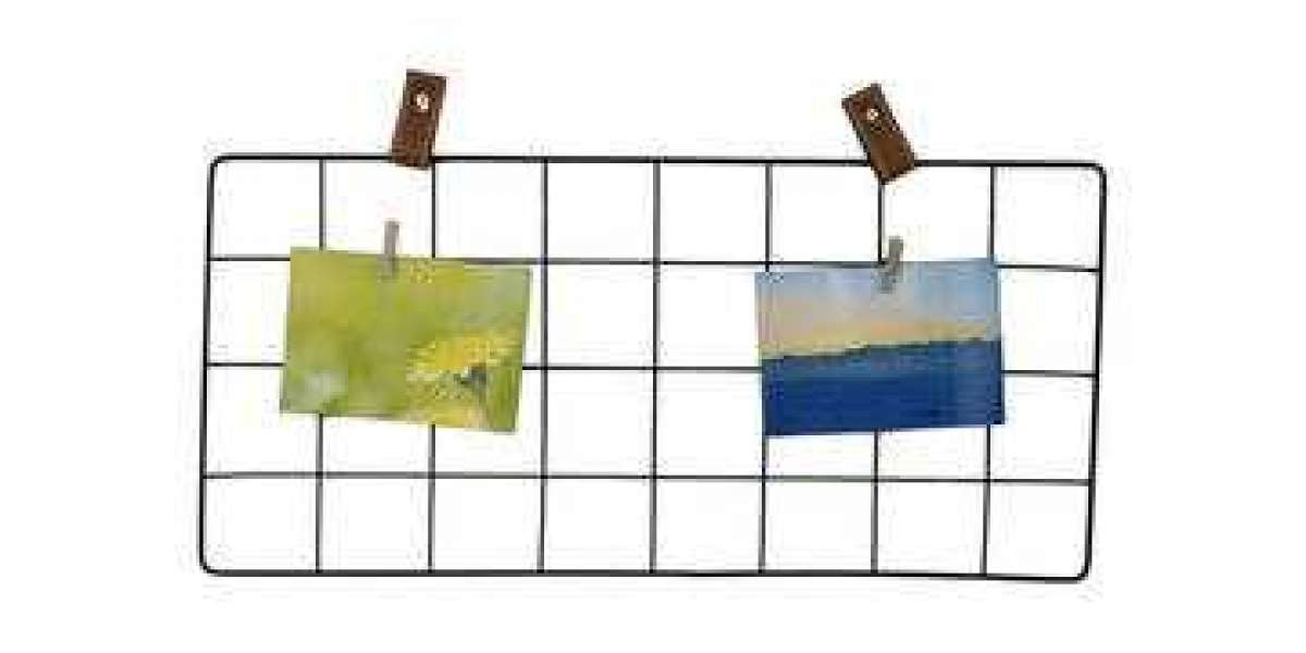 Make sure to choose the color and style of the hanging photo holder according to the location you want to use